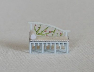 dollshouse roombox miniatures scale 1:144 floral sofa