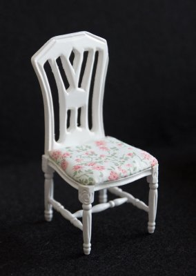 chair dollshouse