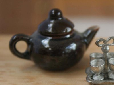teapot dollshouse